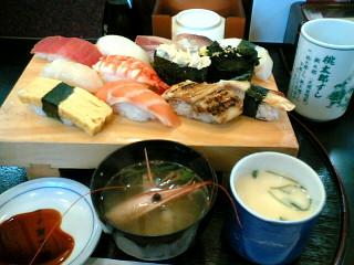 桃太郎寿司でランチ