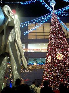 東京オペラシティのクリスマスツリー